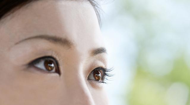 【つけまつげの付け方】つけまつげでたれ目・つり目に見せる方法